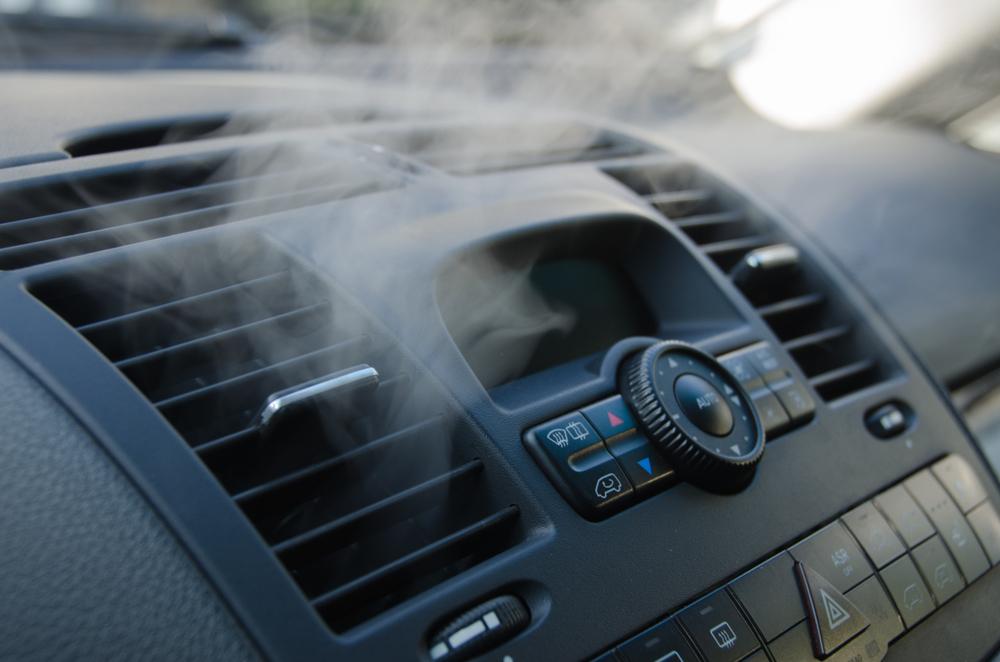 カーエアコンのガスは漏れることもある?