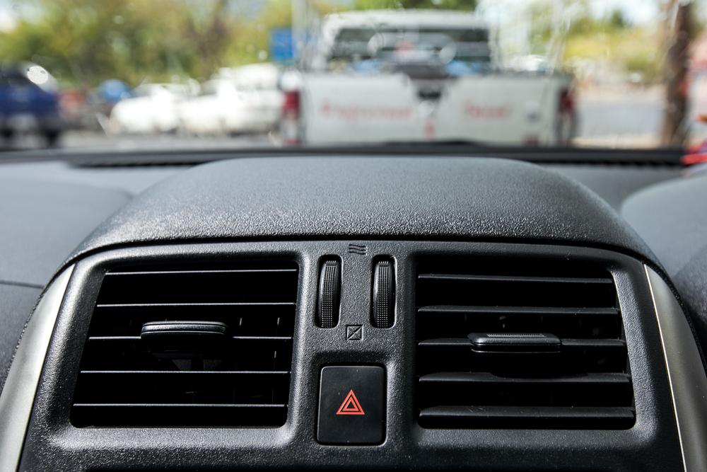 「タバコの臭い、車内はクリーニングで解決!」