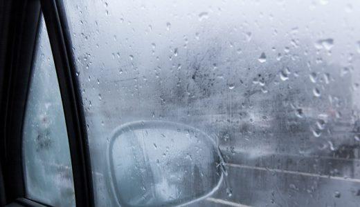 車内のフロントガラスが結露するのはなぜ?対策方法をご紹介