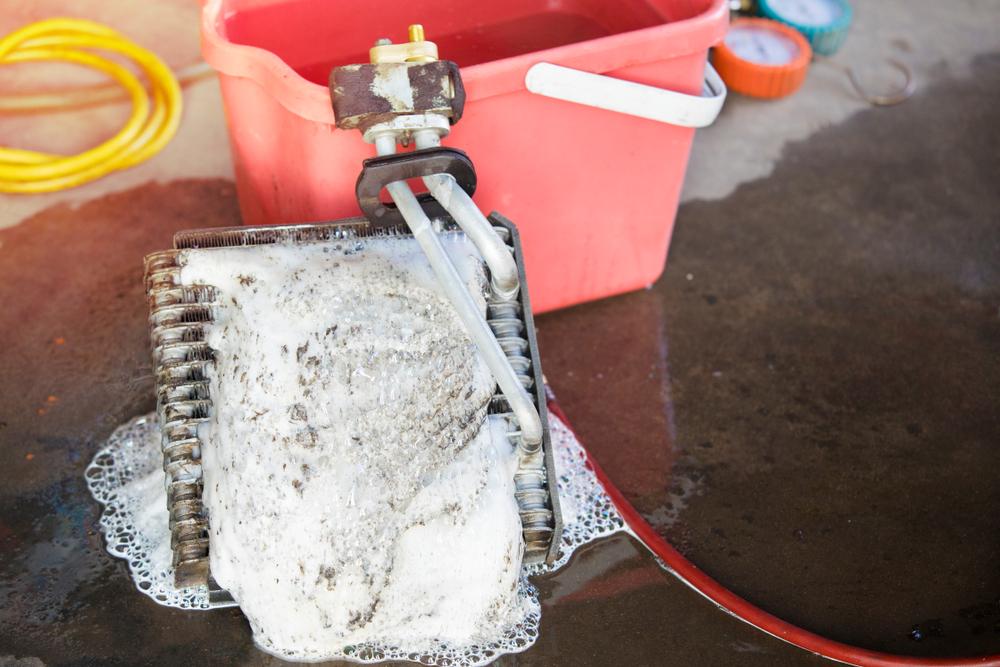 結露の防止はカーエアコンの洗浄も大切