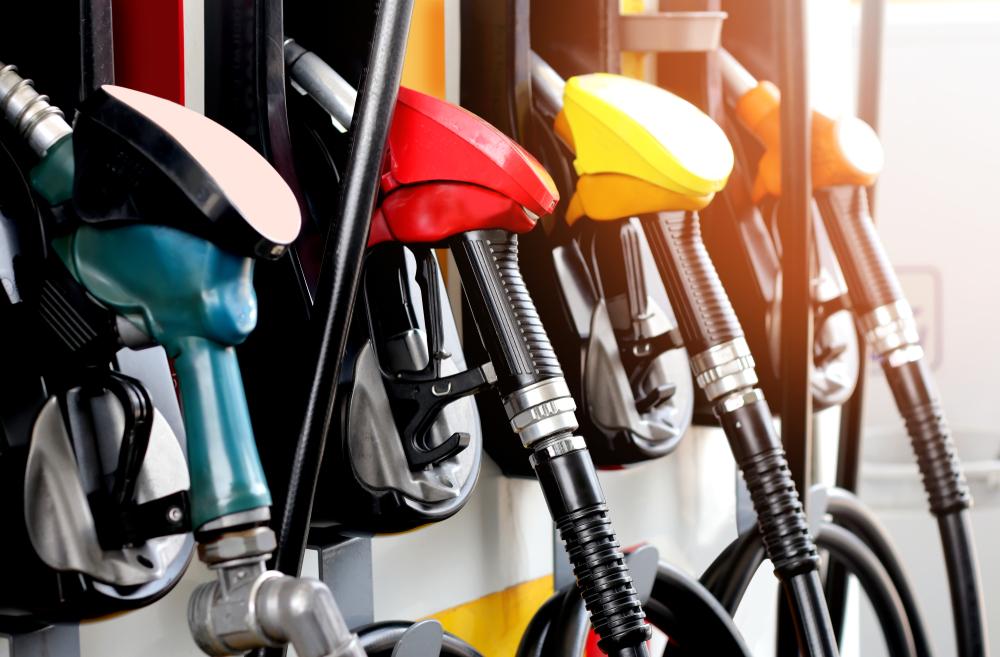 車内がガソリン臭い原因は何?