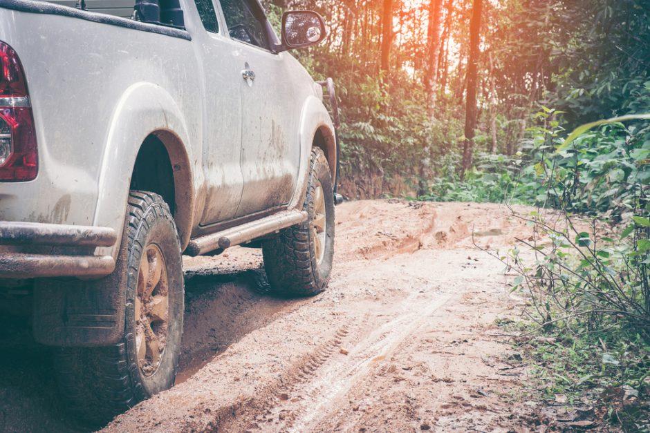 放置は厳禁!車内の泥汚れを落とす方法を徹底解説します