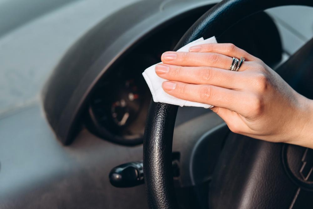 車内で菌が付着しやすい場所とは?