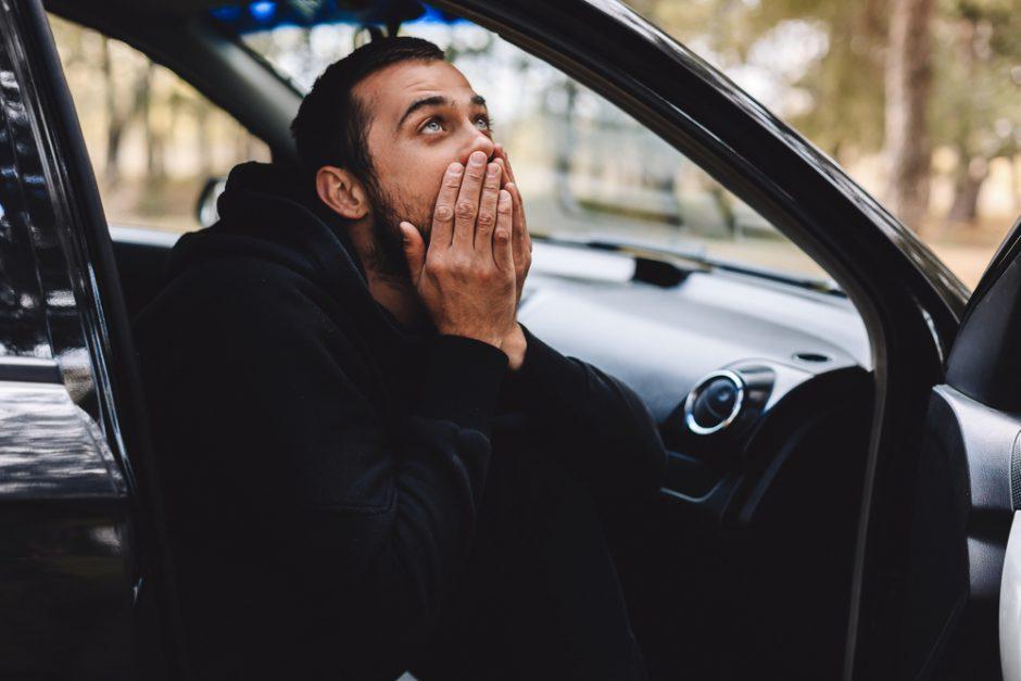 車内にゴキブリが出たらどうする?対処法と駆除の注意点を解説します