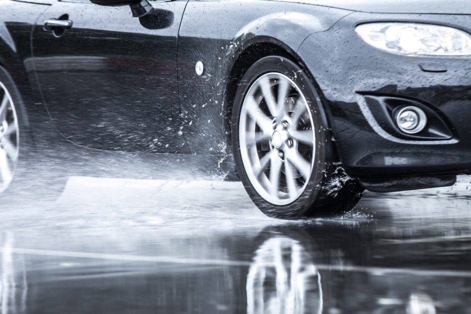 車内の雨対策!梅雨の時期に起こる問題とその対処法を解説