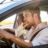 車内でご飯や飲み物をとる際の注意点と掃除のポイントを解説