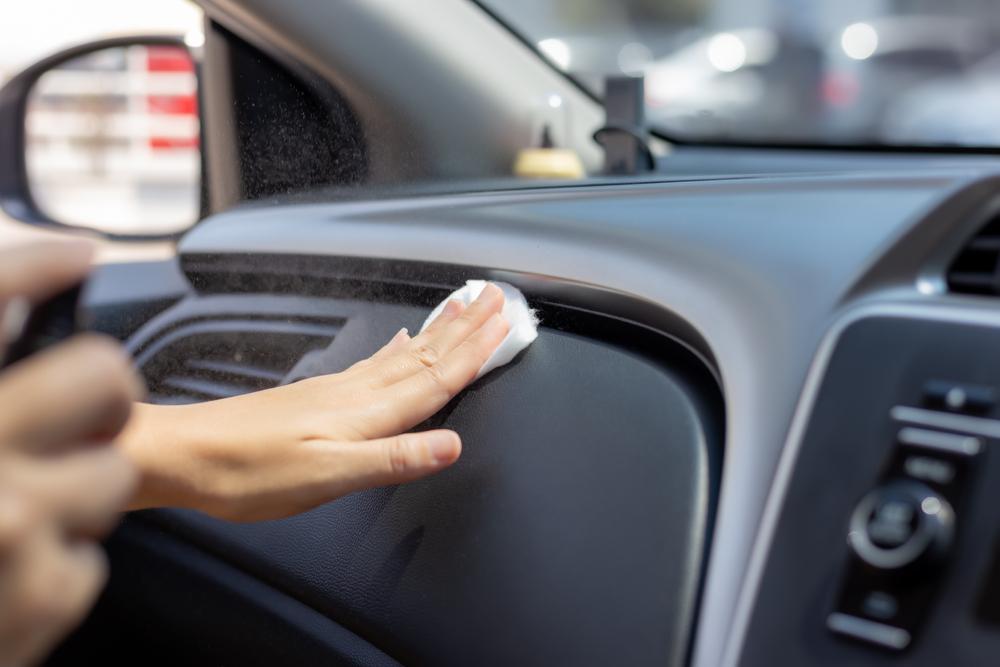車内の臭い対策は掃除以外なし!