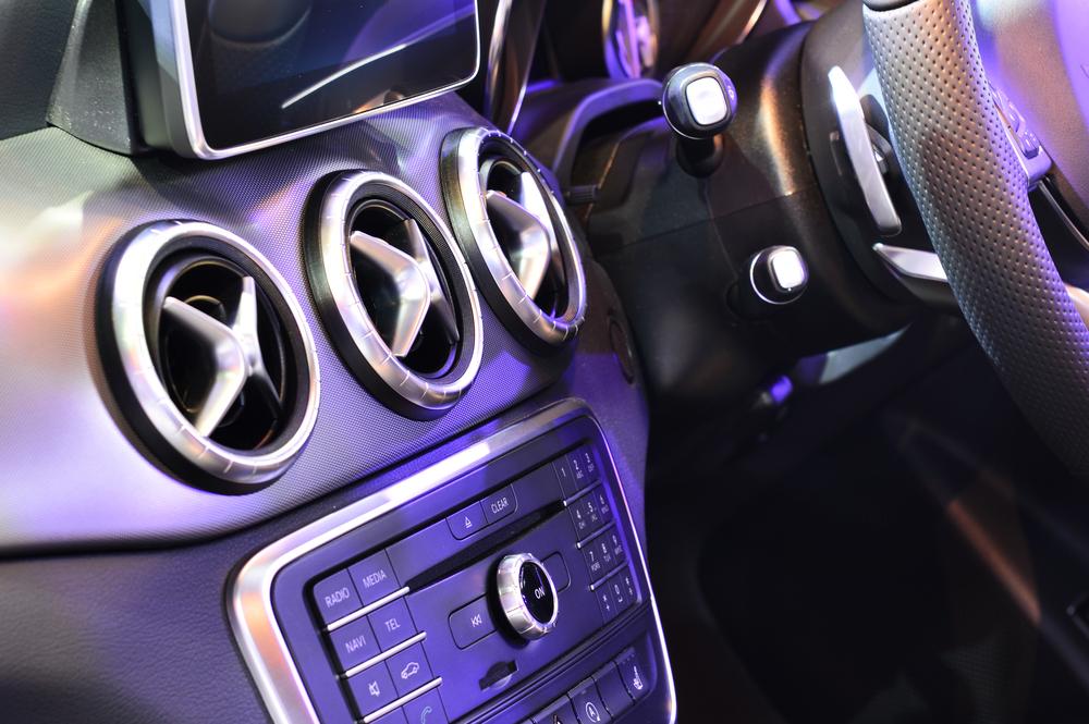車内で飲食後にする掃除と臭い対策のポイント