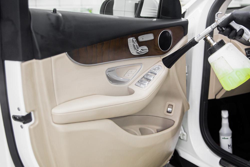 自分で車内クリーニングを行う際のポイントと注意点
