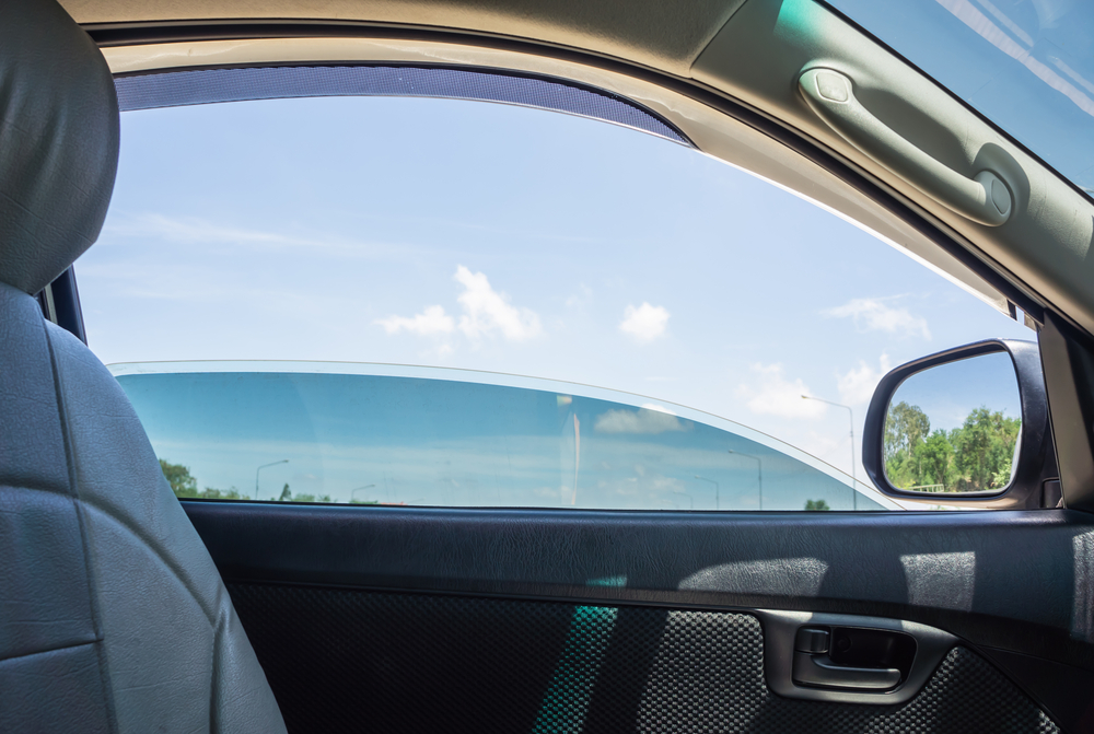 密閉空間を防ぐには窓開けも重要