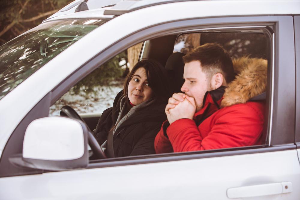 冬の車内を温める方法