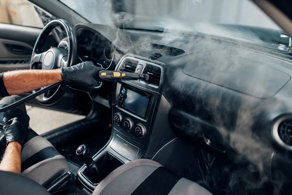 車内部に溜まったホコリの除去も重要