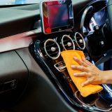 車内にホコリが溜まる原因って?掃除のコツも伝授します