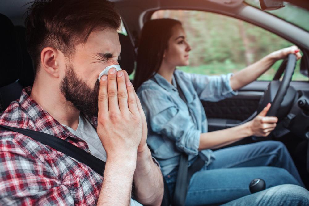 花粉症の人は車内の対策も必須