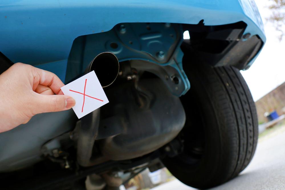 車内がガス臭い時の原因とは?