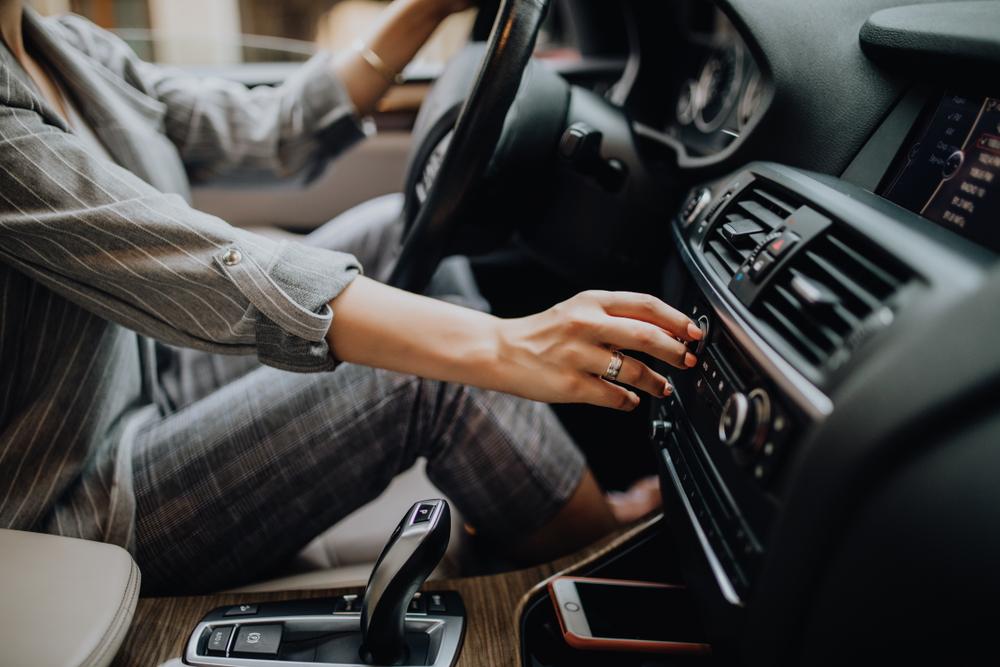 軽自動車のカーエアコンの音とパワーの問題について