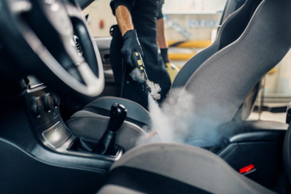 洗車するなら車内まできれいに!快適空間にするための掃除のコツ
