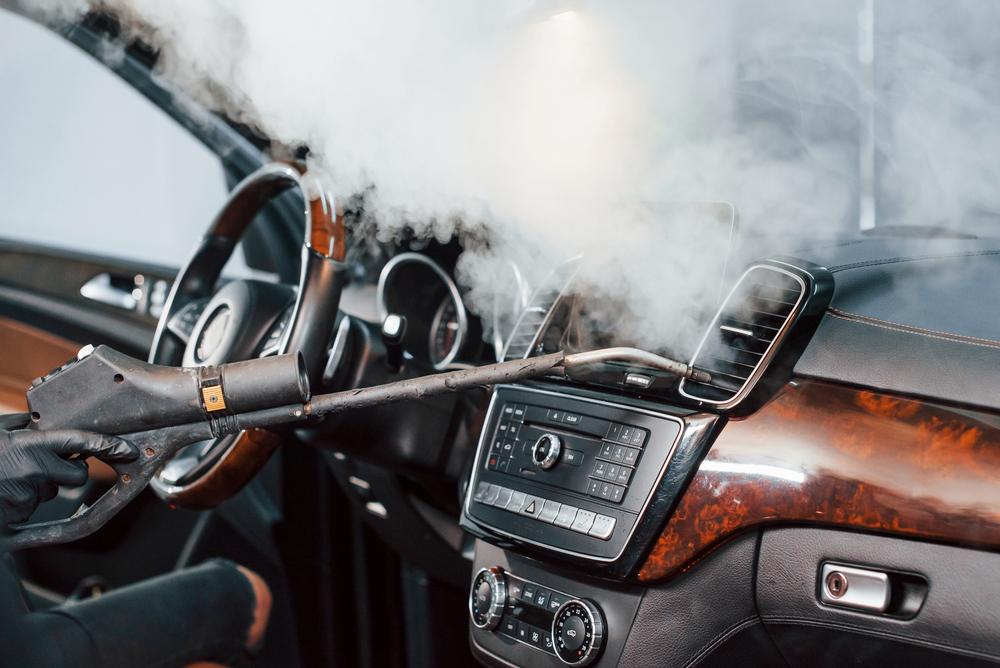 車の内部も丸洗いして臭いまですっきりさせる