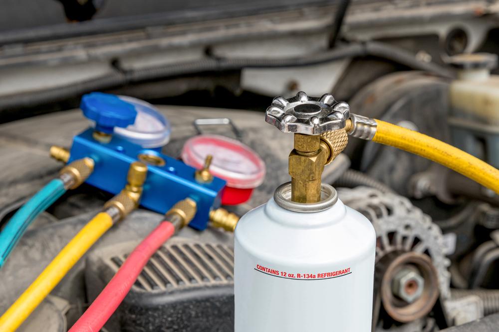 カーエアコンのガス漏れには修理かガス補充が必要