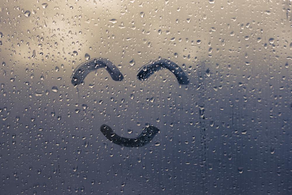 フロントガラスの曇り対策は命を守る対策