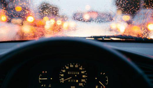 フロントガラスの内側が曇る原因は?対策を知って快適な車内空間を実現