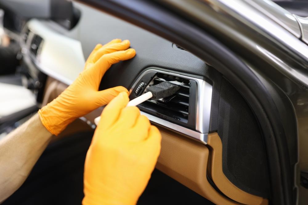 車内の臭い対策にはエアコン内部の対策も重要