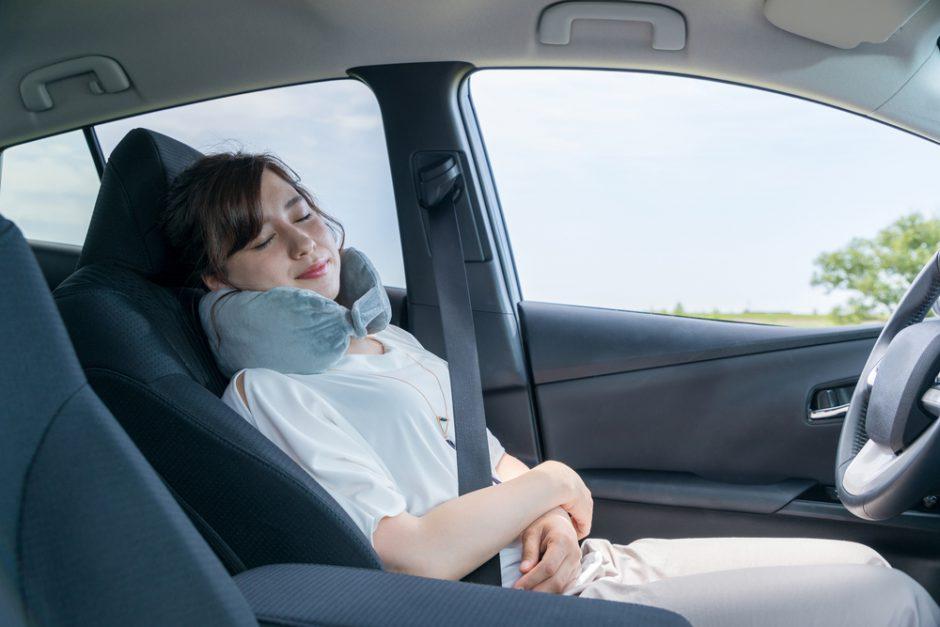 コロナ禍に避難所で行う車中泊について注意点や準備すべきことを解説